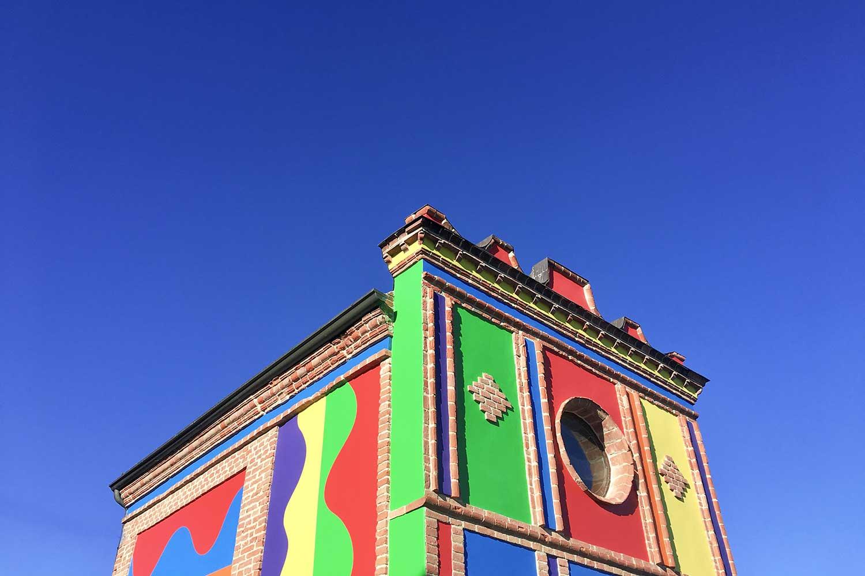 Cappella del Barolo, una tavolozza di colori tra i vigneti delle Langhe