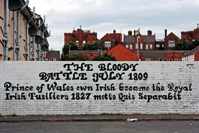 Belfast: itinerario alternativo lungo i muri che ancora dividono