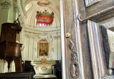 Alle ricerca delle chiese che si aprono da sole (o quasi)...