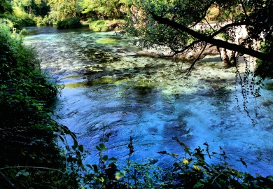 Il Lago dall'Occhio Blu: le mille sfumature dello Syri i Kaltër